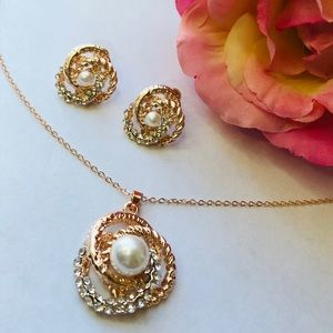 Rose Gold Plated Pearl Pendant Necklace & …